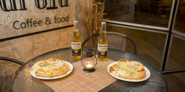 2 Pizzetas + Bebida - Farola Coffee & Food